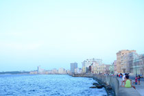 La Habana - Allabendliches Treffen am Malecon