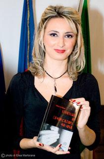 in foto: Giusy La Piana (giornalista, saggista e autrice di testi teatrali, televisivi e musicali, esperta di mafia, criminologa.)