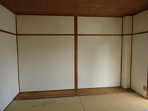 改修前の壁。テレビ台など棚をここに作ります。