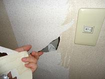 借りる方を選ぶ家賃・内装にすれば、使い方が荒いお客さんも減る。(壁紙で穴を隠していたアパート住人)