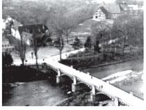 """Der Nürtinger Viehmarkplatz zwischen Neckarbrücke, Farrenstall und Turnhalle auf der """"Schreibere"""", 1934, aus WERNER 1998, S. 58"""