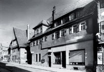Im ehemaligen Gebäude Strohstraße 1 hatte Anna Frank ein Bekleidungsgeschäft mit Eckeingang, aus: WERNER 1998, S. 49