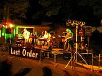 'Last Order' - eine der Bands