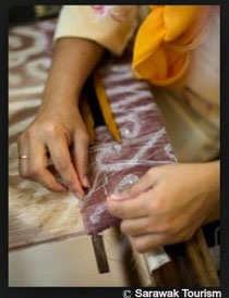 Tanoti House Songket Weaving Sarawak Tourism Textiil