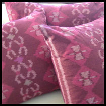 Textiil Bama Ikat Pillows