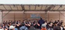 カタクラパーク内ウッディ広場にて演奏
