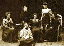 Con amiche nel 1898