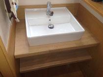ゴム集成材の洗面台と棚板