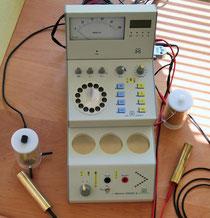 Bioresonanzgerät mit EAV Gerät (oben)