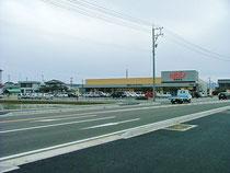 ※近日オープンした福井市石盛町での大型食品スーパーは敷地3500坪近隣の住宅団地には便利なエリアとなっています。