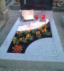Die nächste Grabflächengestaltung mit Urnenbox ist fertig !