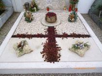 "Doppelgrab mit ""Kreuz-Symbol"""