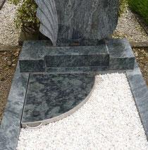 Urnenbox im Einzelgrab - Flächengestaltung folgt