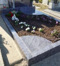 Urnenbox im neuen Familiengrab
