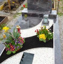 Urnenbox mit Grabflächengestaltung
