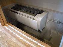 寒冷地用のエアコンで床暖房をしていました。