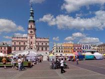 ザモシチ 市庁舎と大市場広場