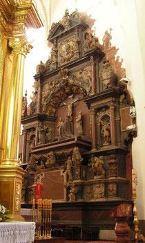タルヌフ大聖堂にあるタルヌフスキ家の墓石