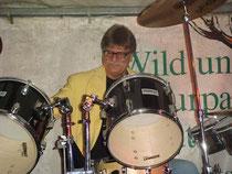 GR Stangl am Schlagzeug