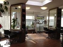 Harmonisch gestalteter Salon beim Friseur im Pavillon