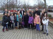Schulleiterin Simone Gnädig (2. v.r.) zeigte den Kommunalpolitikern das Schulgelände und das Angebot der Realschule Plus.