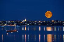 Levée de lune sur la baie
