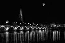 La lune veille sur Bordeaux
