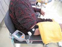ポータブルの超音波装置で骨折部に刺激を送ります。難治性骨折にもよく使われます。