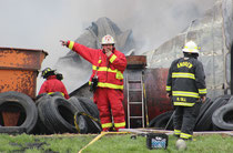 Bellevue Fire Chief Kent Clasen directs fire fighters.