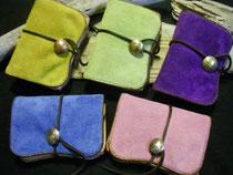 山吹色(右上)、若草色(上中央)、菫色(右上)、薄藍色(左下)、桜色(右下)