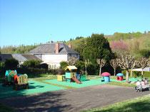 Aire de jeux et son jardin