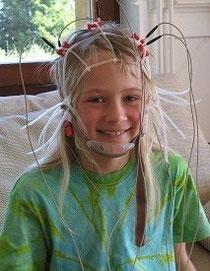 Kind mit einigen EEG-Elektroden