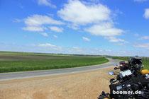 Neben dem Deich des Mississippi - endlose Felder...