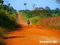 Die roten Nebenstrecken in Paraguay erinnern an Australien