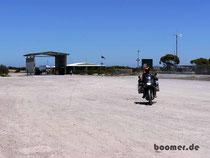 Da kommt ja noch ein deutscher Mopedfahrer