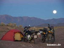 idyllischer Platz im Mondschein