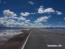 Straße über den Salar Grande