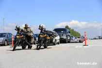 bei BC Ferries stehen Mopeds in der ersten Reihe