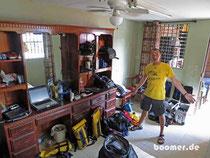 wie nach dem Bombeneinschlag: Gepäck-Orga