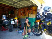 die Mopeds werden gehegt und gepflegt