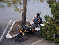 Endlich stehen die Mopeds vor der Tür