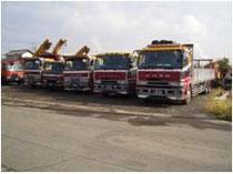 大型トラックによる重機・機械の運搬