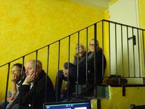 Unser zweites Treffen im Kultus. Mit Präsentation im Flur. Spontan wurde der zum Tagungsraum für 15 Leute.