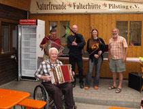 Musiker mit Hüttenreferent Walter Pellkofer