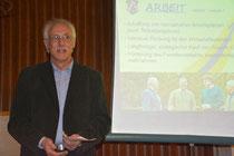 Dr. Franz Hölzl in seinem Vortrag über Arbeitsplätze