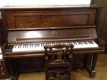 練習室で使用可能なアップライトピアノ