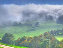 Nebel schwappt über den Walten