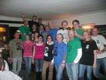 Gruppenfoto mit Bayrischwild-T-Shirt-Trägern