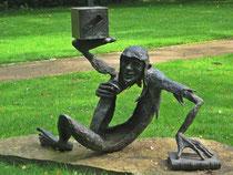 Skulptur im Klostergarten Rietberg