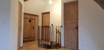 Fourniture et pose de portes anciennes, fourniture et pose balustrade en barreaux en acier patiné